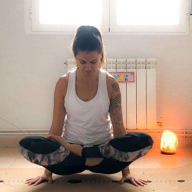 padmasana yoga lorena molinero